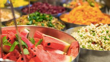 歐洲自由行|斯德哥爾摩平價餐廳推薦|一千多人都給滿分的Hermans,食材新鮮、甜點好吃(some vegan options)