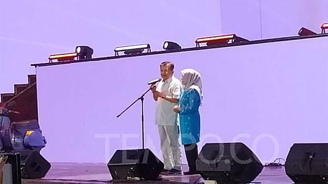 Vice President Jusuf Kalla in a farewell event with vice president staffers at Trans Studio, Cibubur, Sunday, October 13, 2019. Tempo/Egi Adyatama