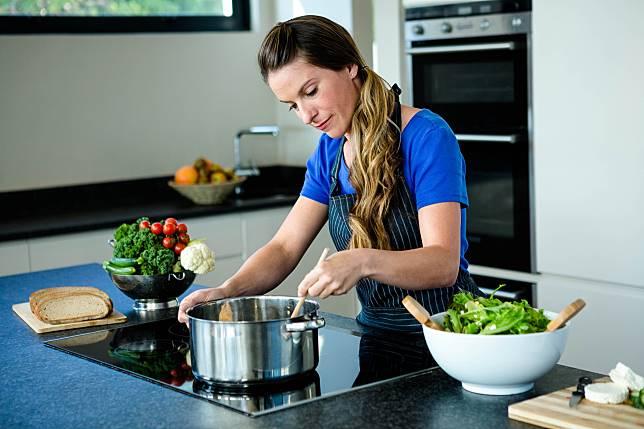 Cocok Kerja di Dapur, 5 Zodiak Ini Dikenal Jago Masak