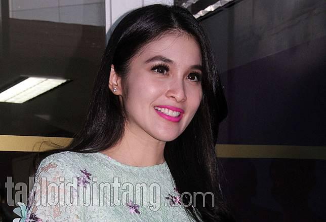 Sandra Dewi Sempat Dibilang Terlalu Hemat oleh Suami, Ini Alasannya