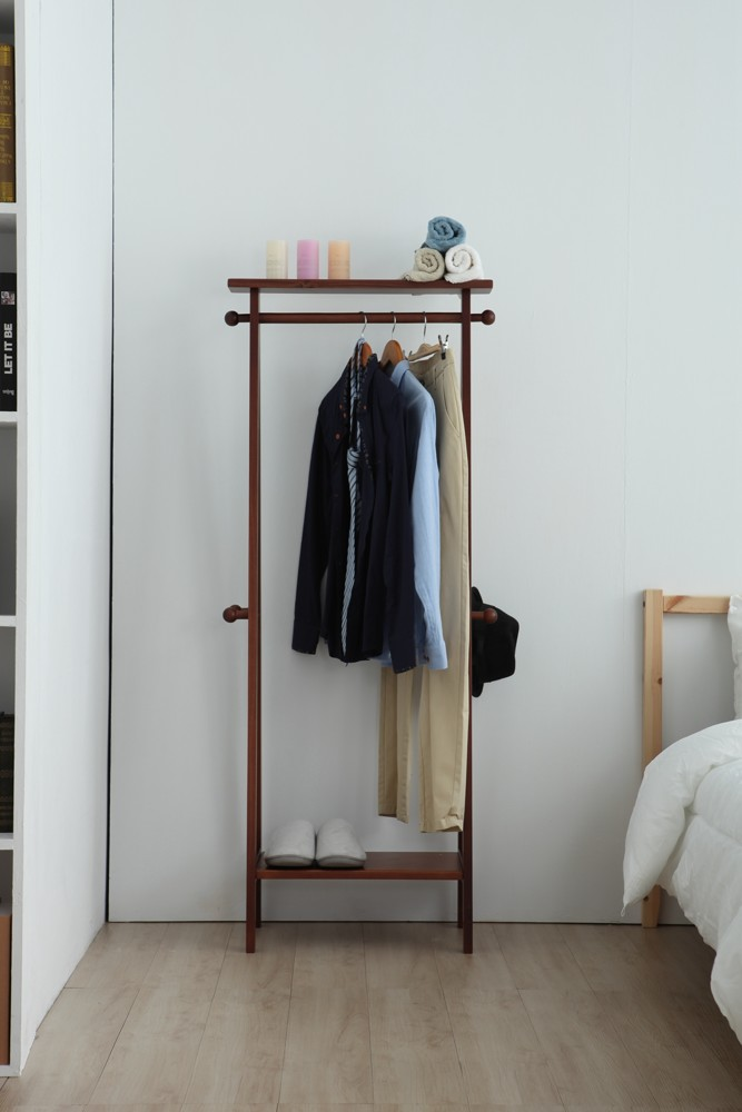 yui簡約設計吊衣架a字頂部凹槽設計可以擺上商品側邊木桿可吊掛帽子包包圍巾可吊掛多達10件的衣服下方防掉落設計可以擺放鞋子包包置物是民宿套房外宿學生必備衣物收納一次搞定