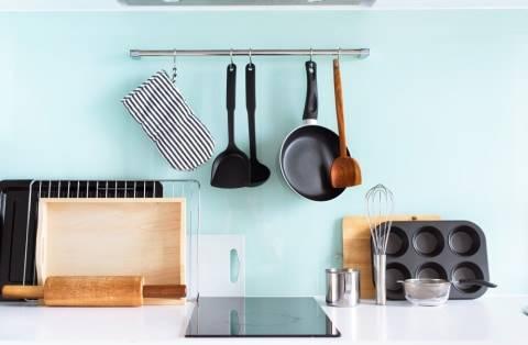 6 Tips Membersihkan Peralatan Dapur Sesuai Bahannya