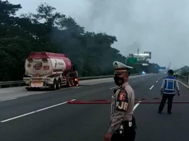 Kronologi Kebakaran Truk Tangki Pertamina di Tol Jagorawi