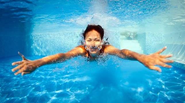 Ingin Berenang Tapi Sedang Menstruasi? Tak Perlu Khawatir!
