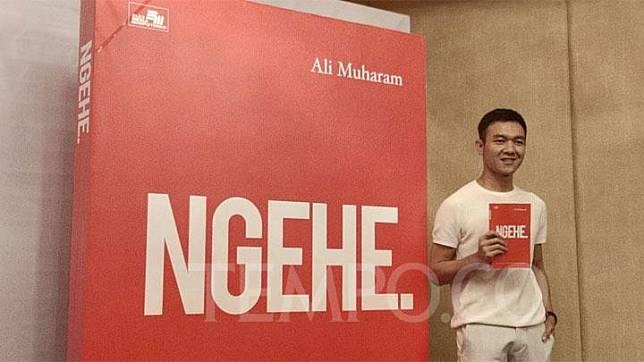 Pemilik usaha makanan Makaroni Ngehe, Ali Muharam meluncurkan buku berjudul