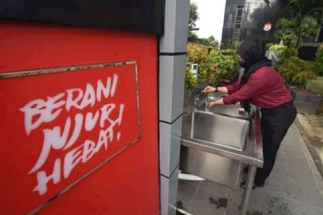 IPW: Nurhadi diperiksa di luar Gedung Merah Putih KPK