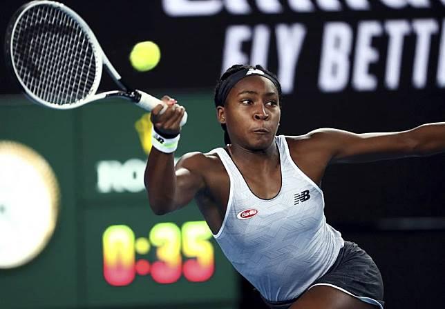 年僅15歲的美國女網選手戈芙,第一次參加澳網成人組會內賽,就在女單第一輪直落二擊敗她的偶像大威廉絲,晉級64強。