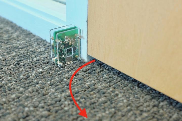 也可以裝在門口感應門是否被打開。