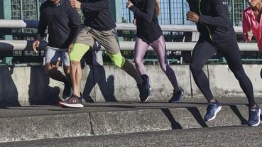 「UA Charged Rogue慢跑鞋」穿上屬於你的顏色、向目標穩步前行!