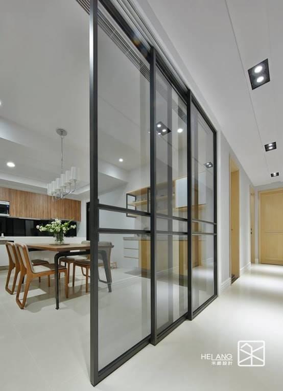 金屬玻璃拉門作為廚房隔間