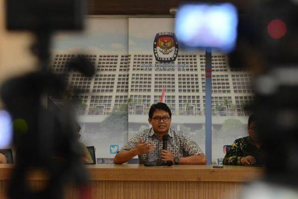 Abdul Gaffar Karim menyampaikan keterangan pers terkait hasil kajian lintas disiplin atas meninggal dan sakitnya petugas KPPS