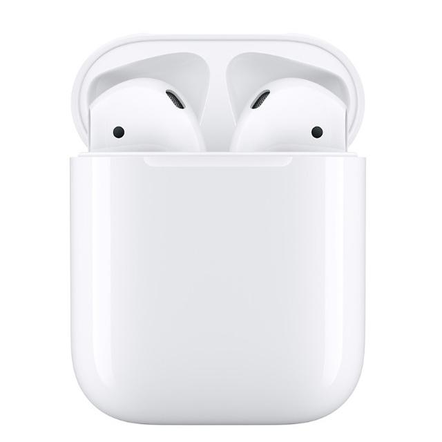 ●輕點一下可為Apple裝置進行設定 ●輕點兩下可快速存取 Siri 功能 ●搭配充電盒,電池儲備超過24小時 ●置於充電盒中可快速充電 ●豐富、高品質的音訊與聲音表現 ●可於不同裝置間順暢切換使用