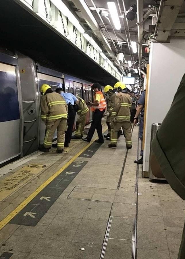 救援人員在場救援。(互聯網)