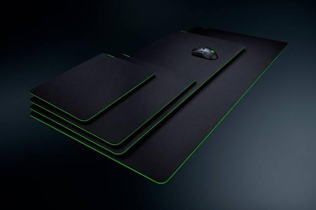 打機叻除咗要靠屏幕,滑鼠墊都好重要,Razer日前推出全新Gigantus V2滑鼠墊,底部為高密度橡膠泡綿,表面是編織紋理布料,確保能精確穩妥地追蹤滑鼠。滑鼠墊經過Team Razer的電競選手測試,共有M、L、XXL及3XL四個尺寸選擇。(售價︰約US$9.99起)(互聯網)