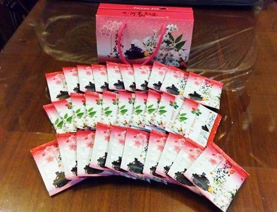 阿里山特產 n頂級蜜香紅茶包30包 n包裝美觀大方 n送禮、自用兩相宜