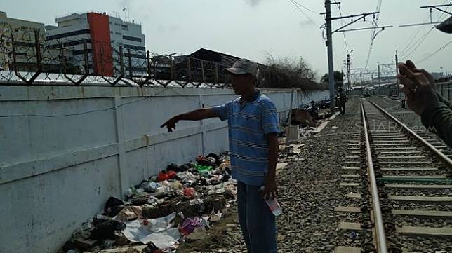Lokasi gubuk yang pernah ditempati tersangka kasus penipuan Totok Santoso Hadiningrat di kawasan Ancol, Pademangan, Jakarta Utara. (Suara.com/M Yasir).