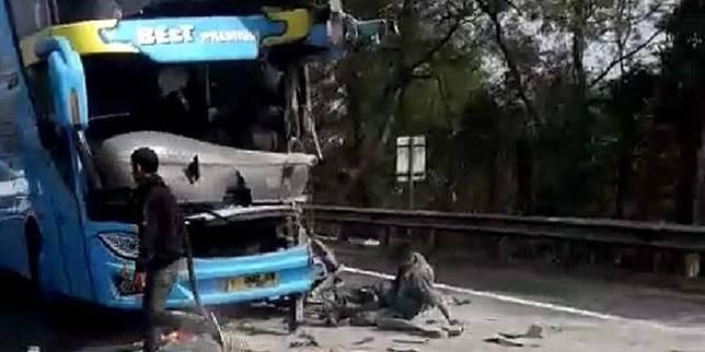 Kecelakaan di tol Cipularang (Merdeka.com)