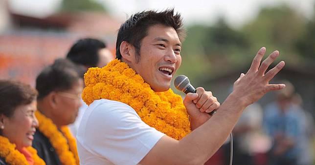 """""""ธนาธร"""" กลับไทย 25 เม.ย. กำลังใจดีพร้อมชี้แจง กกต."""