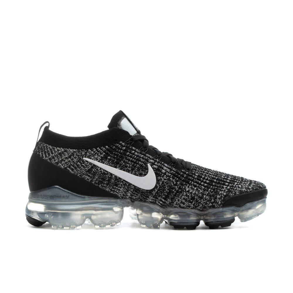 Be bouncy and buoyant in the Nike Air VaporMax Flyknit 3. The upper features flowing, 2-tone lines o