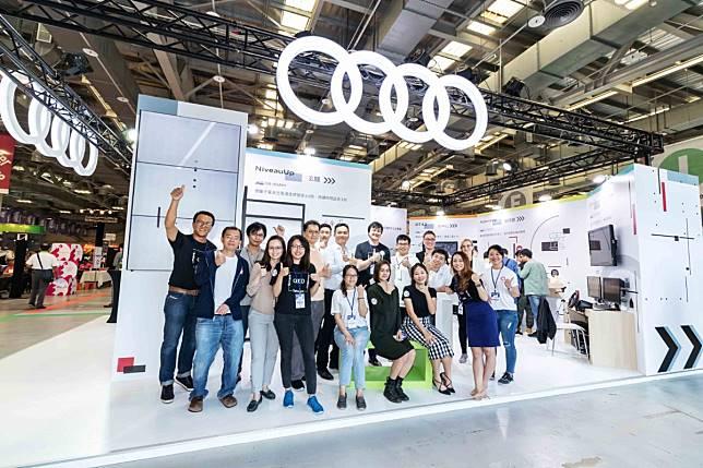 b45ed5ca1d8c ... 月在台灣舉辦首屆Audi Innovation Award,邀請德國總部資源及國際級評審來台,協助台灣新創與國際接軌,吸引近百組台灣新創菁英參與,分別從人工智慧(Artificial  ...