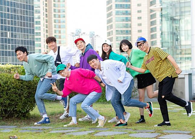 The cast of variety show 'Running Man' poses together. From left, top row: Lee Kwang-soo, Kim Jong-kook, Haha, Song Ji-hyo, Jeon So-min and Ji Suk-jin. From left, bottom row: Yoo Jae-suk and Yang Sae-chan.