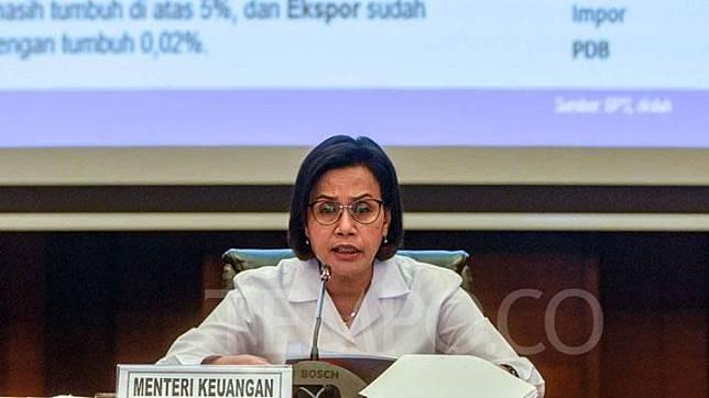 Menteri Keuangan (Menkeu) Sri Mulyani saat memberikan keterangan pers tentang realisasi Anggaran Pendapatan dan Belanja Negara (APBN) 2019 per akhir Oktober 2019 di Kantor Kemenkeu, Jakarta, Senin, 18 November 2019. Sri juga menyampaikan, realisasi belanja negara tersebut terdiri dari belanja pemerintah pusat sebesar Rp 1.121,1 triliun atau 68,6 persen dari target APBN dan alami pertumbuhan secara tahunan sebesar 4,3 persen, ini lebih rendah dari periode yang sama di tahun 2018 yakni 19,6 persen. TEMPO/Tony Hartawan
