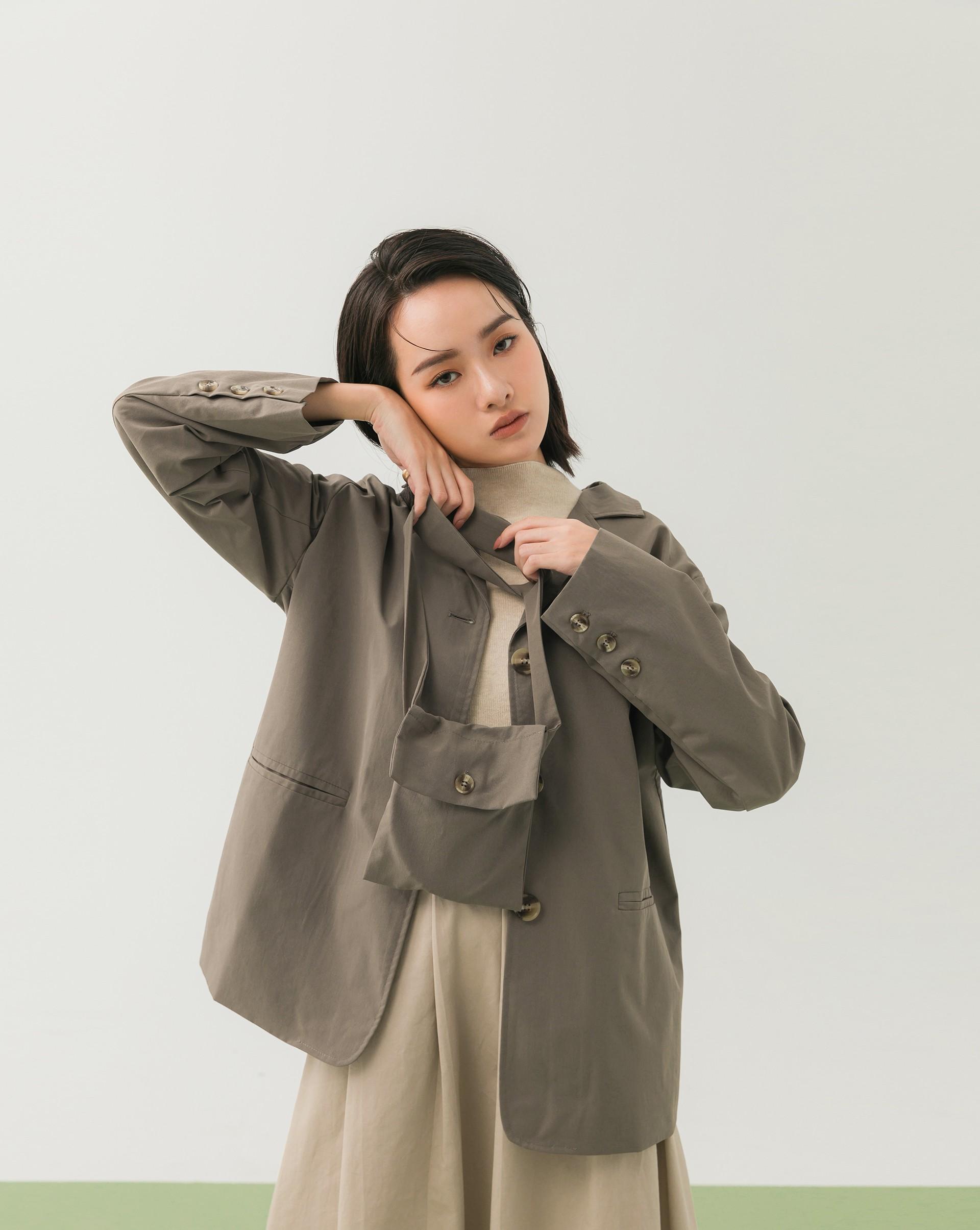 霧面西裝布料/附同本布背袋/有內裡/兩側有口袋