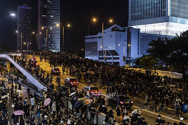 Donald Trump says Tiananmen Square-style crackdown in Hong Kong would harm trade talks