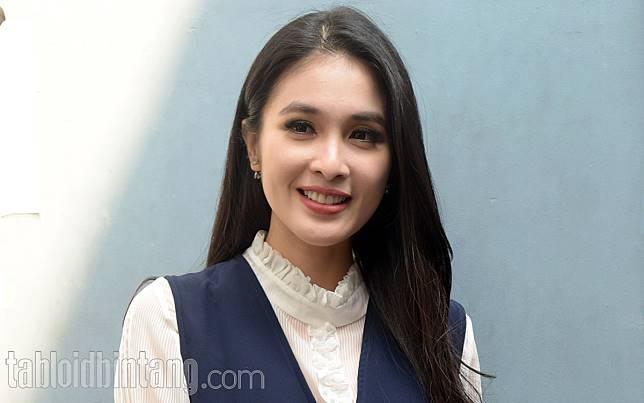 Dibilang Hidupnya Bak Cerita Dongeng, Ini Jawaban Sandra Dewi