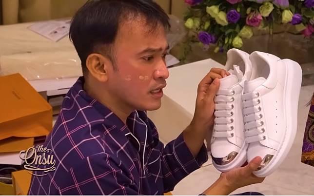 Buka Kado Ulang Tahun, Ruben Onsu Kebanjiran Barang-barang Branded Dari Rekan Artis