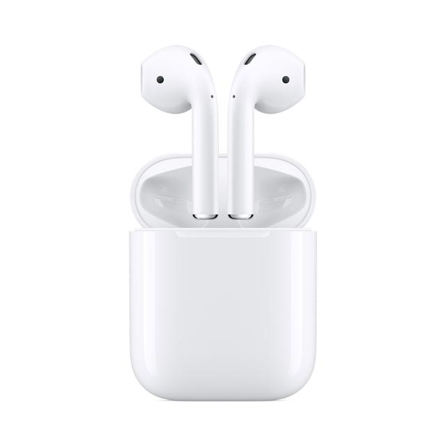 《2019新款★破盤狂殺》開始﹕1101(星期五) 00:00結束﹕隨時結束  心動不如馬上行動!!數量有限,售完為止網路價$5290.限時價$4099★全新的 Apple H1 耳機晶片驅動 無線 AirPods,全新登場。只須將它們拿出,就可以與你所有的 Apple 裝置配合使用。戴上它們放入耳中,就能立刻連接。對著它們講話,你的聲音聽起來清晰透澈。簡約與科技,前所未有地完美融合,結果,絕對令人驚歎。★ Apple 設計 自動啟動、自動連接可輕鬆為所有 Apple 裝置進行設定說出「嘿 Siri」或設定輕點兩下,可快速存取 Siri 功能輕點兩下可播放或切換下一首置於充電盒中可快速充電可使用 Lightning 連接器為充電盒充電豐富、高品質的音訊與聲音表現可於不同裝置間順暢切換使用館長小叮嚀:儲值購買最划算∼↑11月儲值優惠活動,請點我11月銀行優惠 限量需登錄↑銀行刷卡活動詳情請點圖片了解注意事項★加入購物車非獲得購買資格,最終仍以結帳完成順序為主*