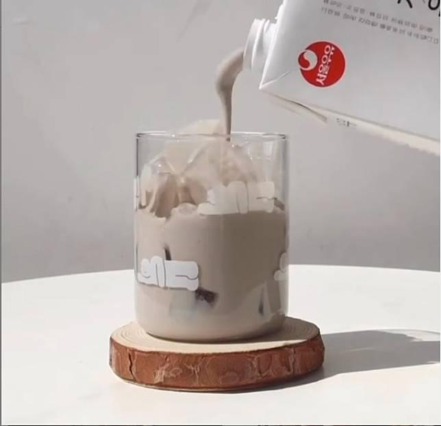 想芝麻味更突出,芝麻奶分量大約佔7成比例。(互聯網)