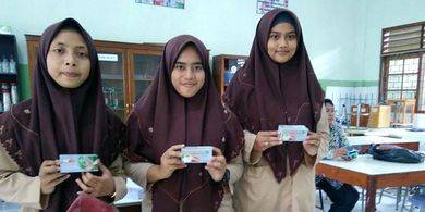 ™  3 Siswi SMA Ini Sulap Jantung Pisang Menjadi Teh untuk Kesehatan