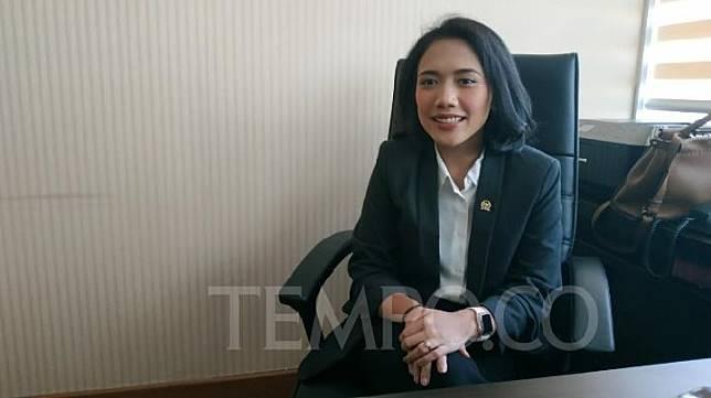 Anggota Dewan Perwakilan Rakyat Puteri Komarudin ditemui di ruangannya, Kompleks Parlemen, Senayan, Jakarta. TEMPO/Budiarti Utami Putri.