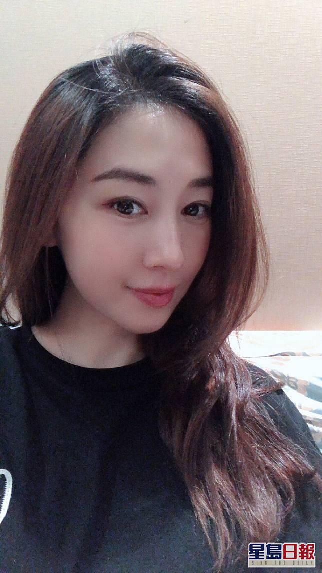 賈曉晨雖然做咗阿媽又已經37歲,但個樣都仲有少女味。