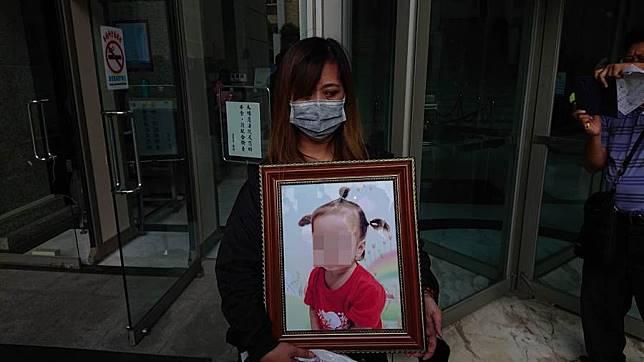 台南1歲半女虐死案第3次開庭,生母表姐扮大魔王,一人分飾多角指揮眾人虐童