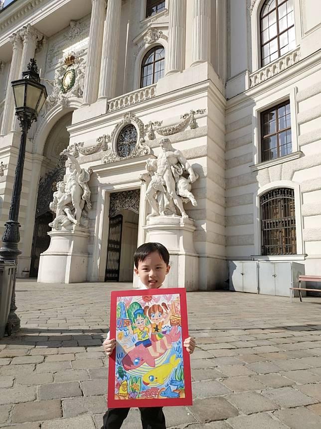 5歲港童梁衎然於「聯合國和平繪畫比賽」奪得初級組全球冠軍。(創意學堂提供)