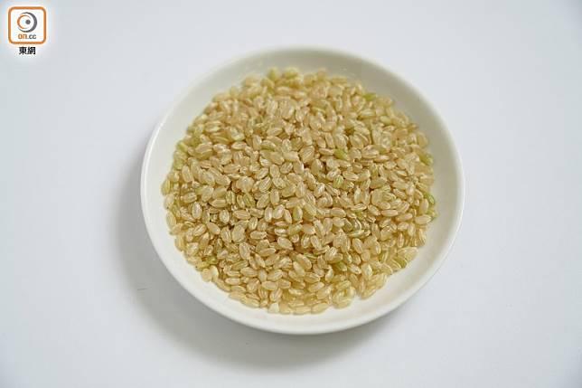 近年為了迎合健康潮流,不少人會加入糙米混合製作。(張群生攝)