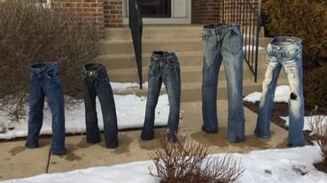 這些站著的牛仔褲不是鬼片 是美國最新流行!