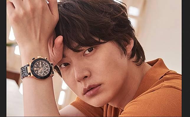 Perceraiannya Menjadi Kontroversi, Ahn Jae Hyun Dipecat Sebagai Model Kosmetik
