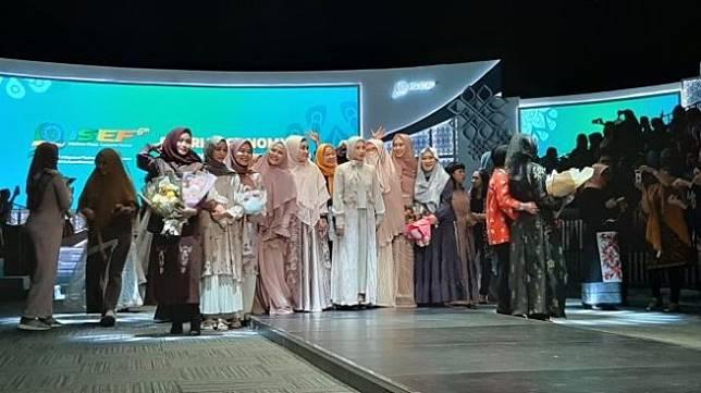 Syar'i dan Elegan, intip koleksi busana kolaborasi Oki Setiana Dewi. (Suara.com/Dini Afrianti Efendi)