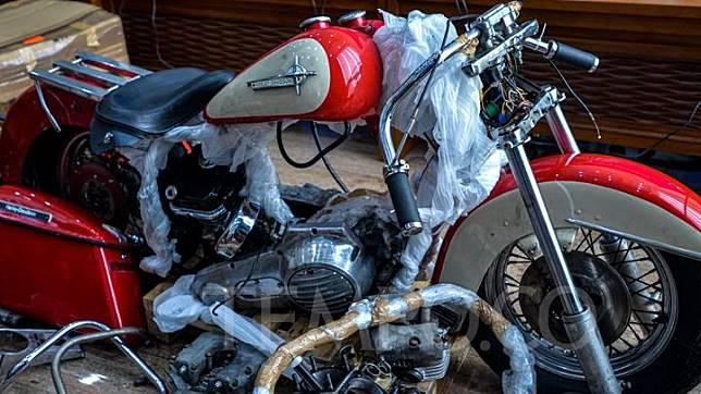 Motor Harley Davidson yang diselundupkan pada pesawat Garuda Indonesia, saat diperlihatkan oleh Menteri Keuangan Sri Mulyani dan Menteri BUMN Erick Thohir di Jakarta, Kamis 5 Desember 2019. Motor Harley-Davidson tersebut adalah seri Electra Glide Shovelhead. Tempo/Tony Hartawan
