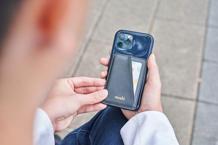 SnapTo Vegan皮革磁吸卡夾可應用在全系列具 SnapTo 磁吸設計的手機殼上。