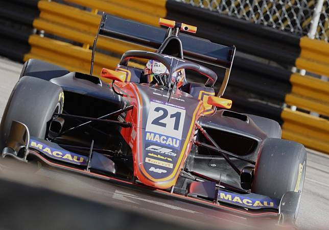 Formula 3 Macau Grand Prix: Richard Verschoor sees off Juri Vips after safety car restart