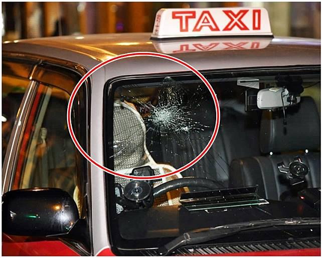 的士車頭玻璃受損(紅圈示)。