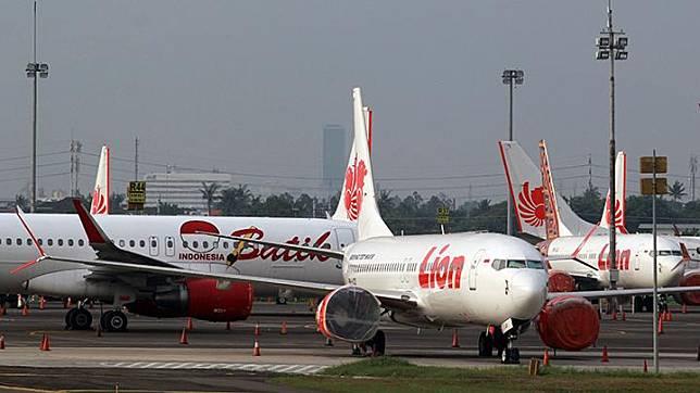 Parked airplanes sitting on the runway at Soekarno-Hatta Airport in Tangerang, Banten, Friday, April 24, 2020. ANTARA/Muhammad Iqbal