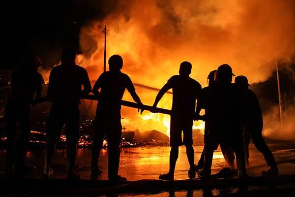 Gara-Gara Gas Bocor, 20 Rumah di Cawang Hangus Dilalap Api
