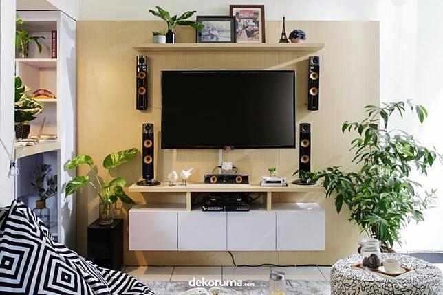 5 Ide Desain Ruang Tv Sederhana Lesehan Nyaman Tanpa Lelah Dekoruma Com Line Today