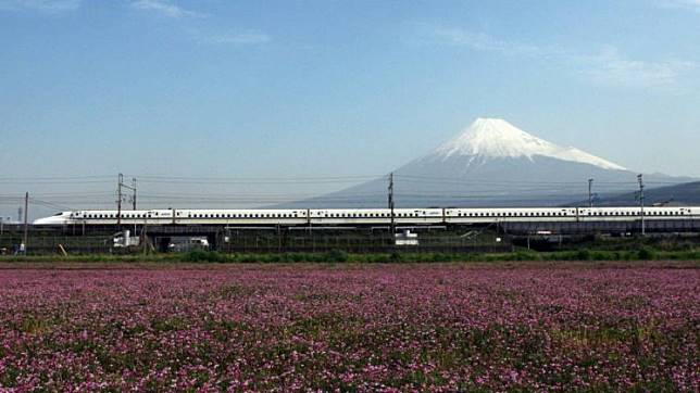Central Japan Railway Co.'s N700 'Nozomi' series shinkansen travels past Mount Fuji in Shizuoka Prefecture in April 2010.