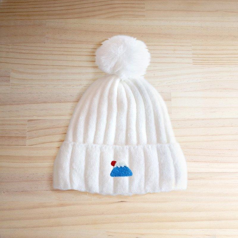 冬天寒冷,時尚可愛的配備~羊毛圖案融合於帽子上更可愛
